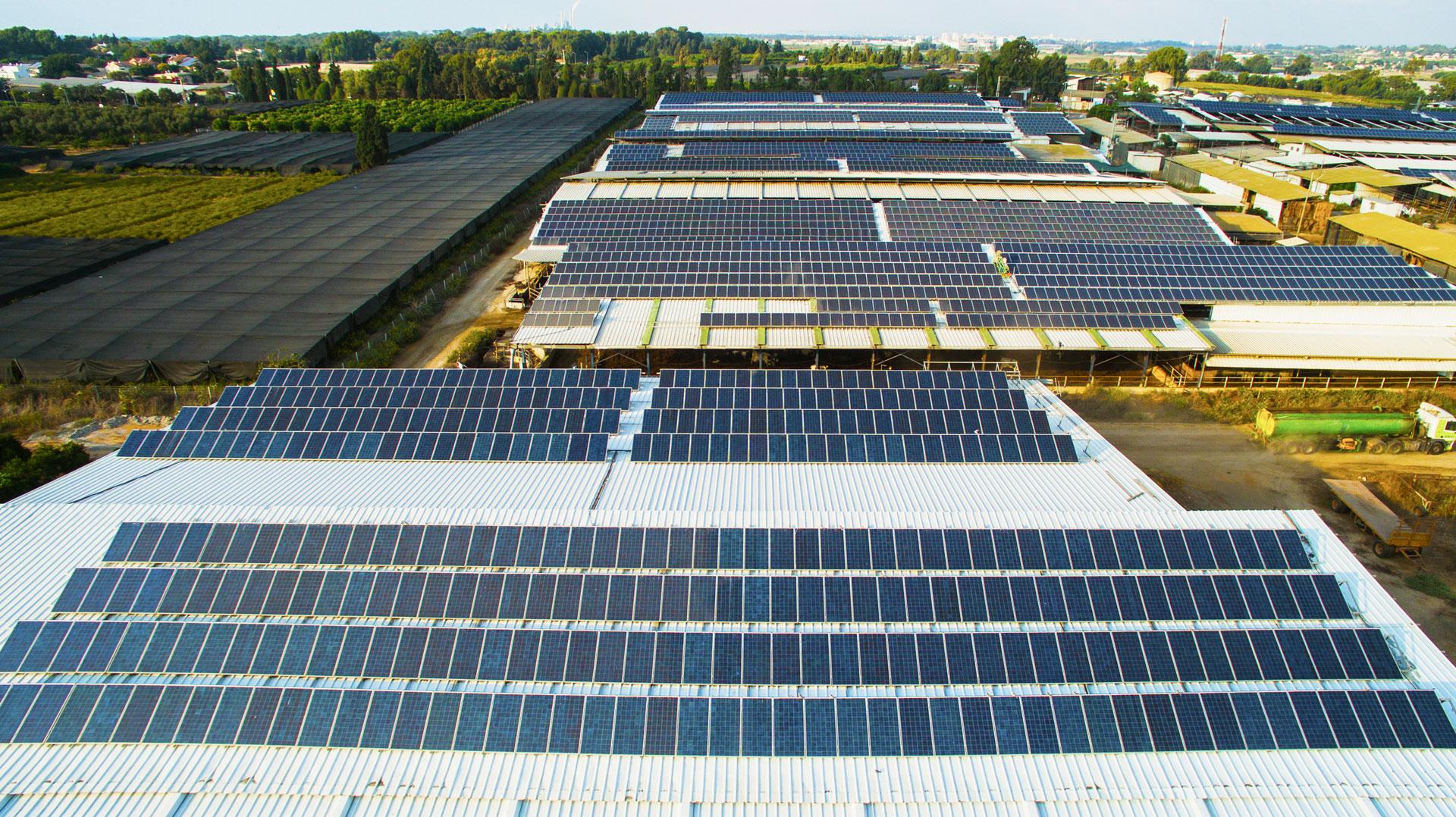 מערכות סולאריות מסחריות | GreenTops | פאנלים סולארים